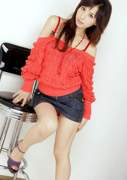 Longhaired japanese coed opens her..