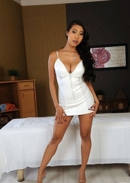 A sweet asian woman is ready to play..